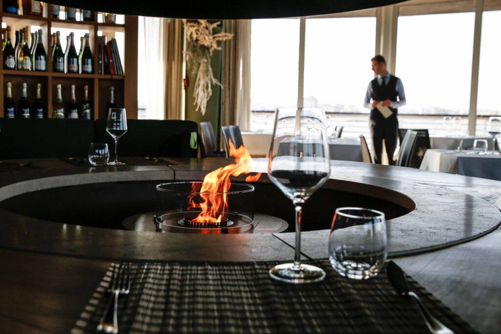 Gente-di-Mare-ristorante-cattolica-riviera-inverno-camino-vista-mare-tavoli