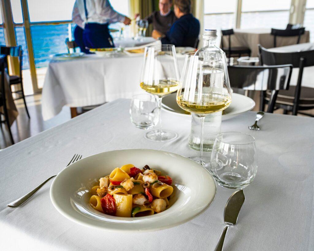 Gente-di-Mare-ristorante-cattolica-riviera-pranzo-vino