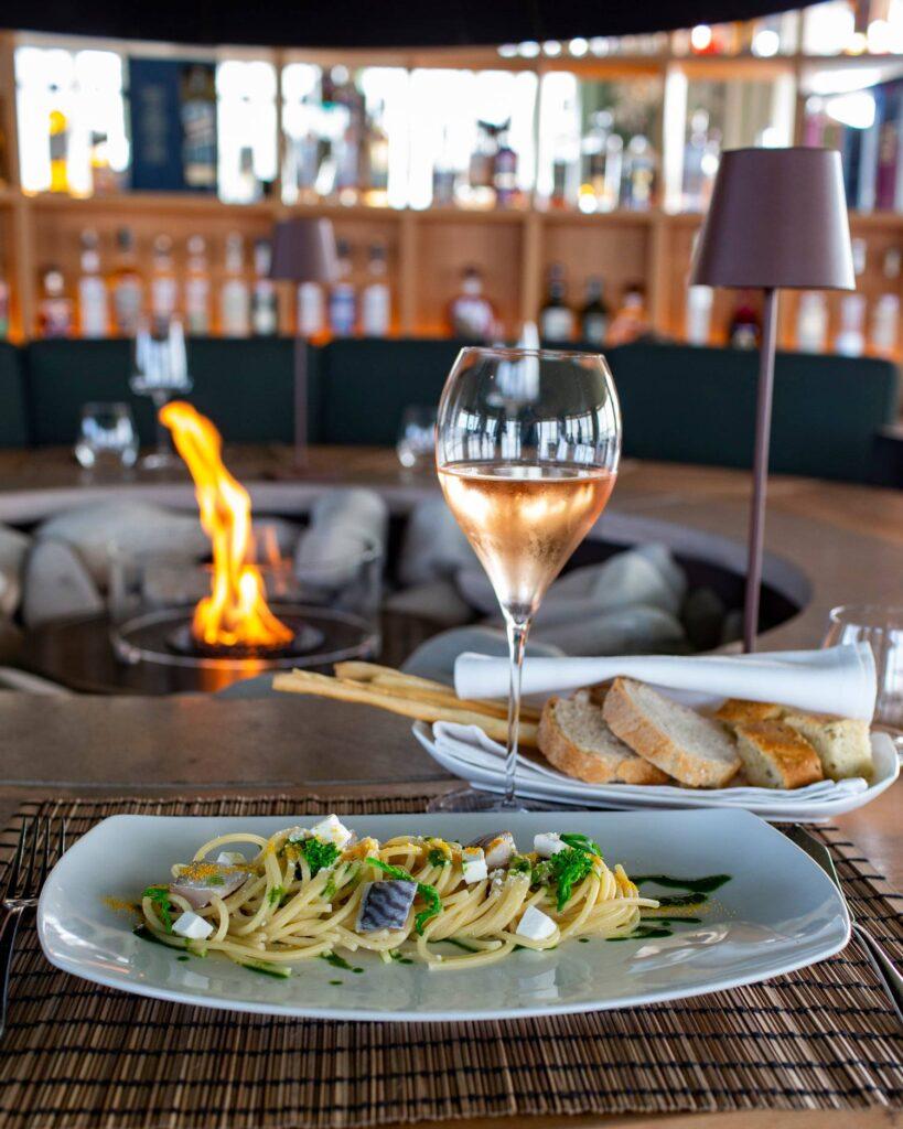 Gente-di-Mare-ristorante-cattolica-riviera-pranzo-vino-camino-fuoco