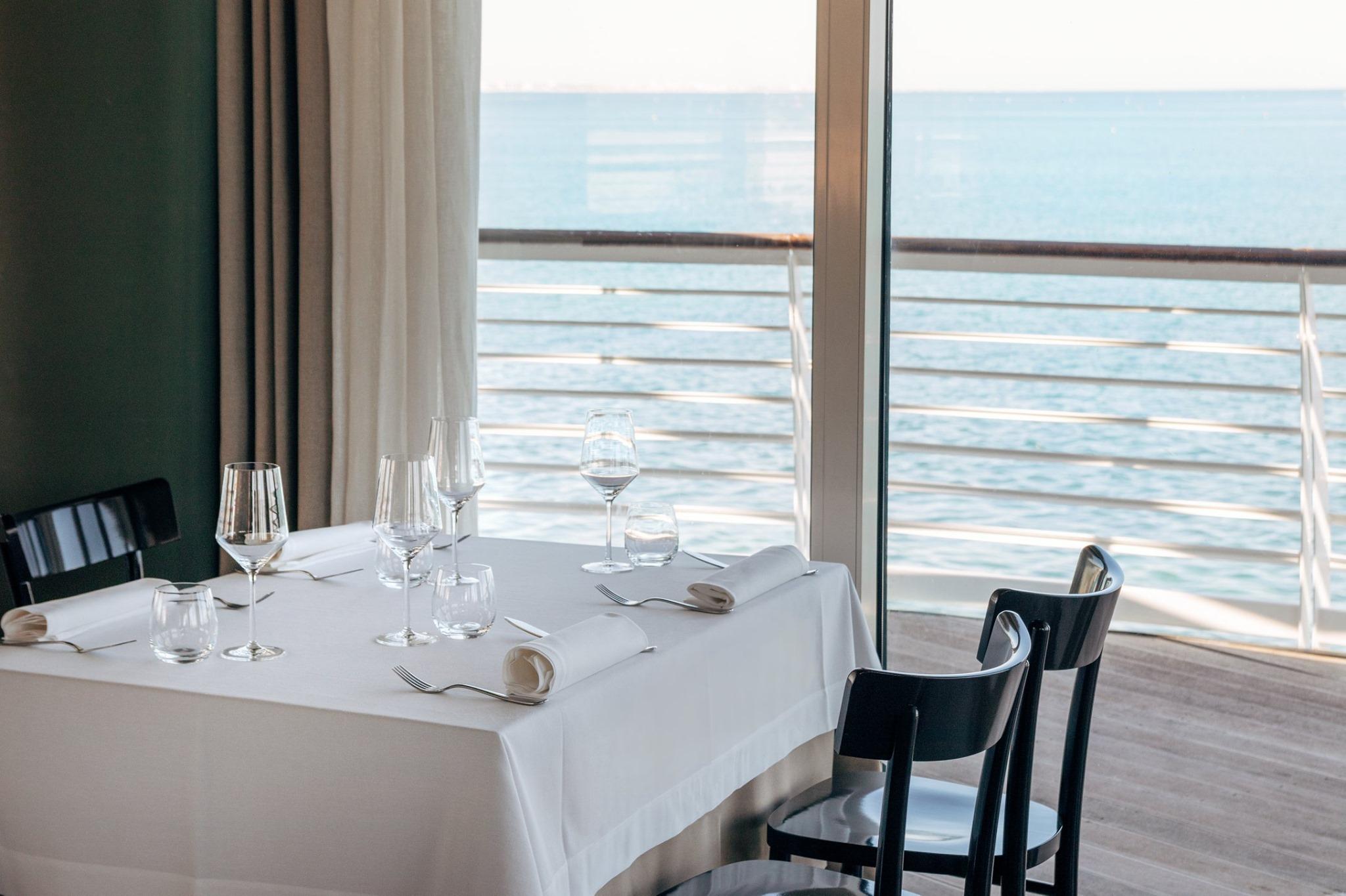 Gente-di-Mare-ristorante-cattolica-riviera-tavolo-vista-mare