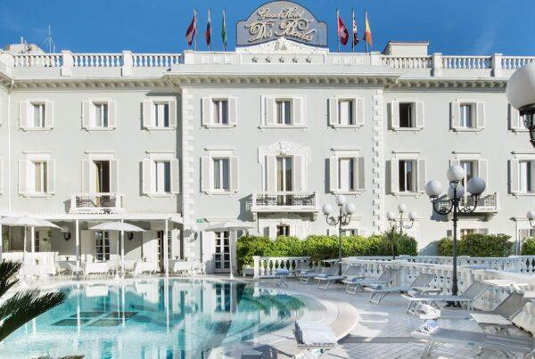 Grand-Hotel-Des-Bains-Riccione-piscina-esterno