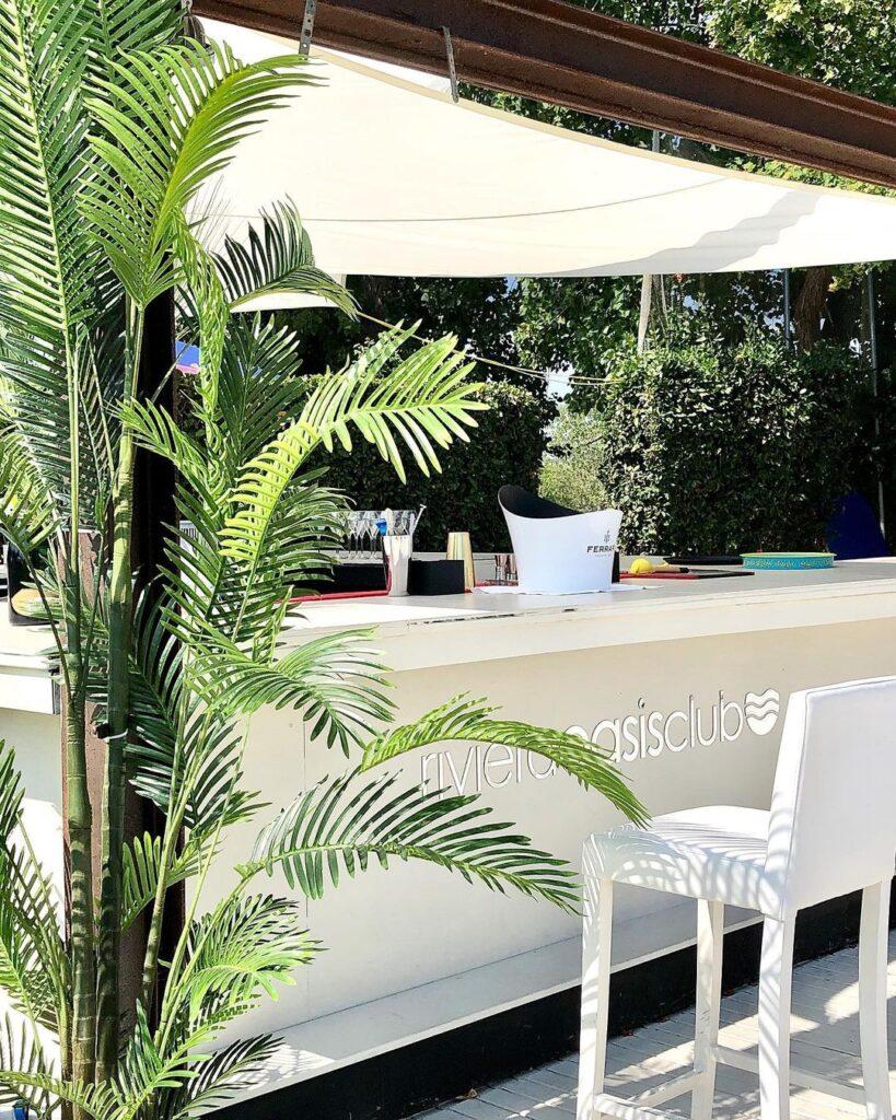 Riviera-Oasis-Club-swimming-pool-beach-club-bar-piscina-drink-cocktail-chamapgne-ferrari