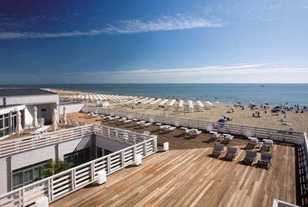 Terme-Beach-Resort-Punta-Marina-Ravenna-terrazza-vista-mare-scaled