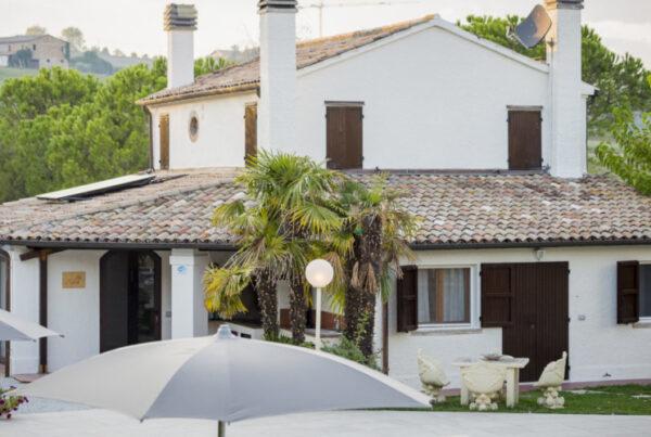 Villa-CaViola-Rimini-agriturismo-casa-tenuta-struttura-esterno