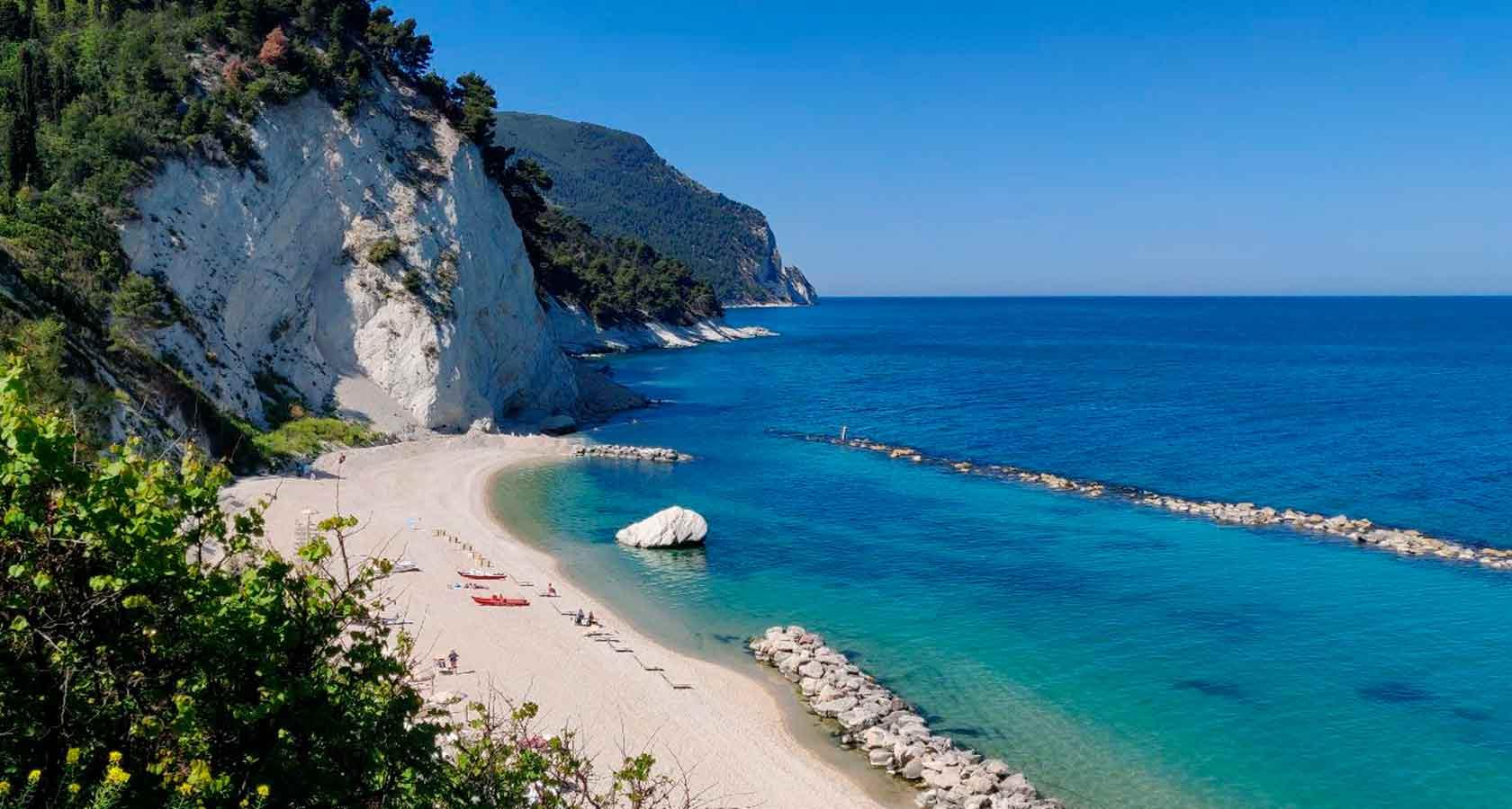 spiaggia-del-frate-conero-sirolo-numana-ancona