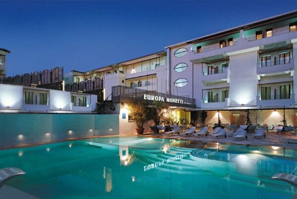 Europa Monetti Hotel Cattolica piscina di notte
