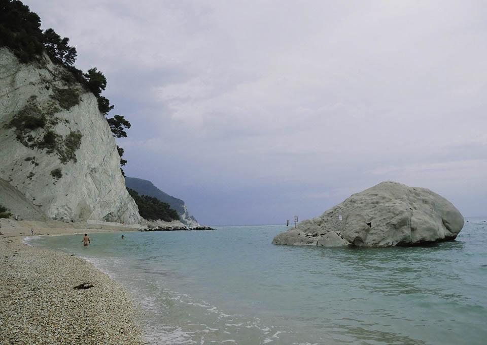 spiaggia frate conero